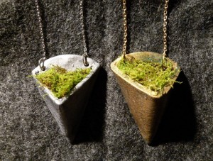 Another wearable planter made from clay and live moss. Beautiful! From snooeisen.