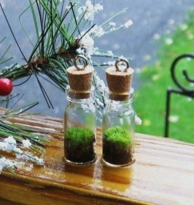 These living moss pendants by NatureandWoodland are so simple, yet so adorable.